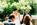 Braut und Bräutigam lauschen gespannt - Freie Trauung von Crazy Little Wedding